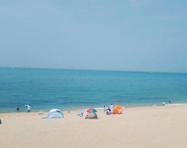 海でひたすら泳いできました。開放的になれて、いいですねぇ。海で空を見て浮かんでいると気分がいいです(•ө•)♡