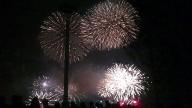 昨日開催された、神戸メリケンパークの花火大会のもようです。今年は開港150周年ということもあり、普段のなんと1.5倍の数の花火でした。綺麗でしたよ。ところでパソコンからインスタを写真を投稿出来るようになったのはありがたいものの、動画は出来ないみたいです。微妙に不便#みなとこうべ花火大会