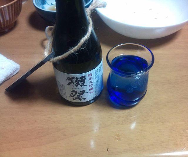 お盆のプレゼントということで獺祭をもらいました。久しぶりの日本酒、しみわたりますなぁ。やはり格別な美味しさがあります。久しぶりの長期休暇なので、ゆっくりと楽しませてもらいますよ