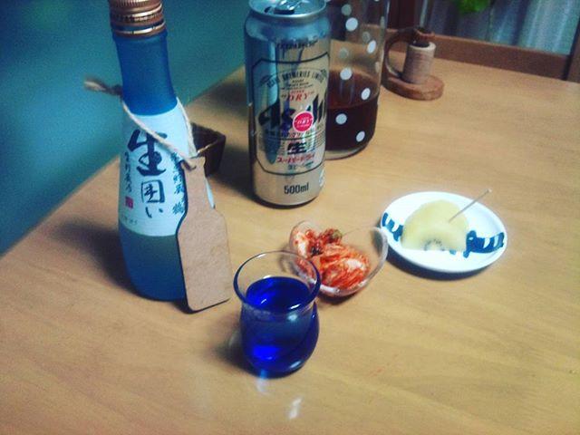 スーパードライに日本酒を楽しんでいます。何も考えずに飲めるお酒はうまいのう。眠くなってきたのでそろそろやめておこうかな
