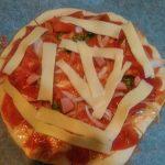 台風なので外出は諦めて昼食にピザを作りました