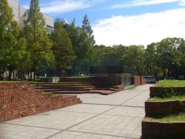 お昼休みに三宮の東遊園地にて。この場所は緑も多く、いつもリフレッシュ出来る空間です