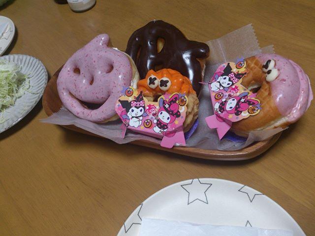 写真アップを忘れていました。土曜日の朝ごはんはミスドのハロウィンドーナツでした。ドーナツもたまに食べると美味しいですねえ