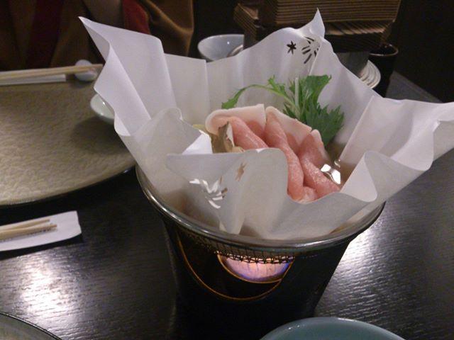 最後に晩ごはんの写真を一枚。ほどよい量で美味しくいただくことが出来ました。本来であれば日本酒をいただきたかったのですが、体調の関係でアルコールを飲めなかったのが残念です。