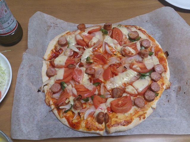 久しぶりにピザを作りました。身体も結構回復してきたいので、色々と労働意欲が湧いてきました。そろそろ今回私を苦しめた病気(?)についてコラムに書こうと思います#ピザ