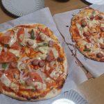 今日のお昼は久しぶりにピザを焼きました