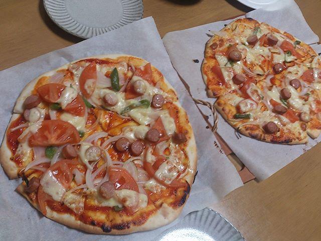 今日のお昼は久しぶりにピザを焼きました。気温が低いので部屋の中でも少し気温が高い場所においてしっかりと生地を熟成させています。なかなかプロの味には敵いませんが、美味しいものを作れるようになりたいです。