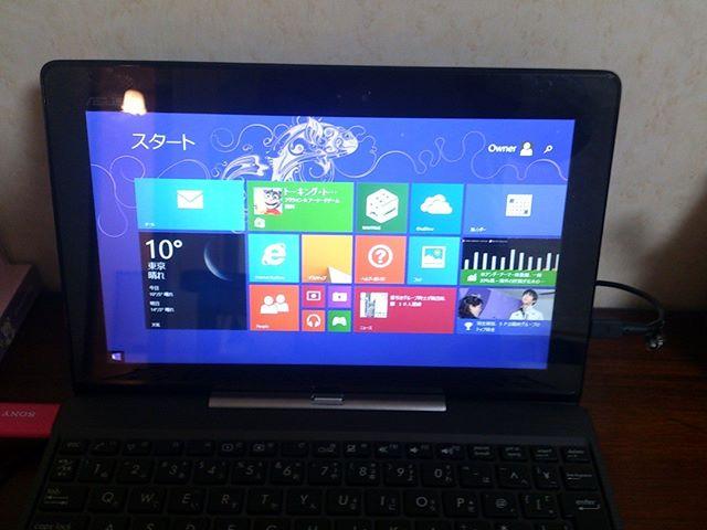 昨日届いた待望の2 In One Style の Windows タブレット。OS は Windows8です。8.1ということで改善されているかと思いきや想像以上に使いにくいぞこれは。速やかに Windows 10にアップグレードしてみようと思います。しかしまさかここまで使いにくいとは!正直想像以上です