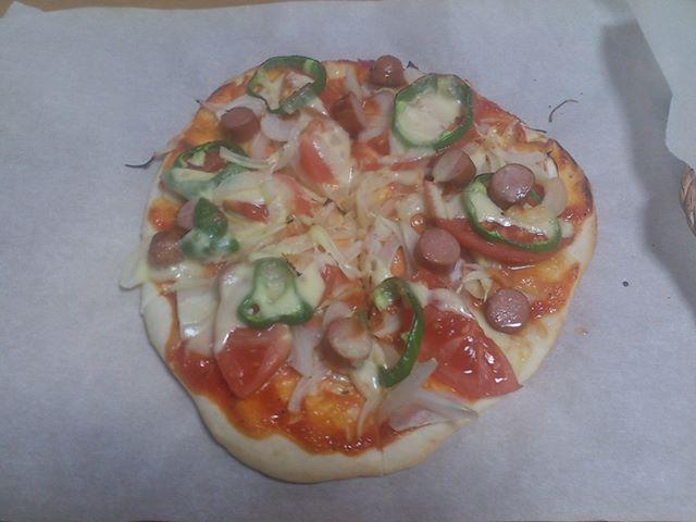 本日もピザを作っています。最近は奥さんと共同でつくることが多いですね