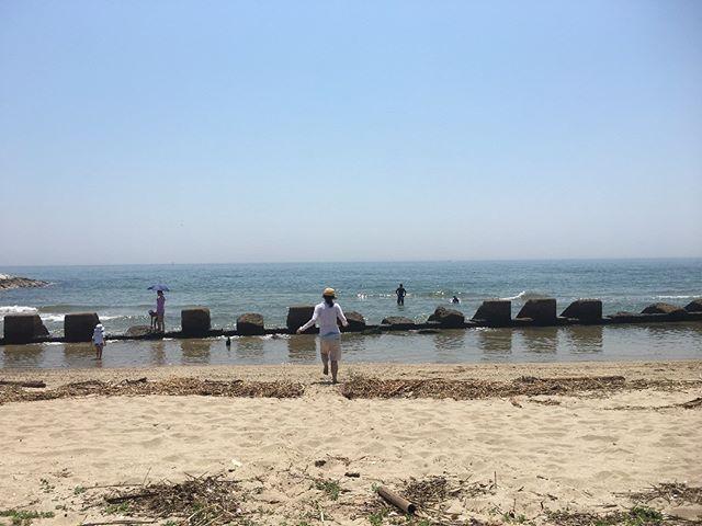 今日は海に行ってきました。久しぶりに綺麗な自然に心が癒されます。リフレッシュして、また頑張ろう!