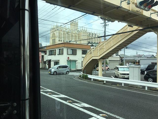 出張先の静岡にて撮影。このお城みたいなやつは一体何なのだろう?協会かねえ?近くに行く時間もないので結局分からずじまいです。次に来るのは数年後かな